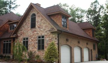 Отделка фасада загородного дома
