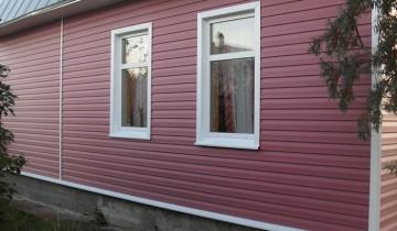 На фото дом отделанный сайдингом, stroika-nt.ru