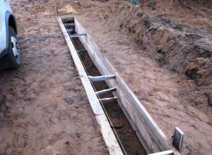 Опалубка под бетонный ленточный фундамент под забор, fundamentu.ru