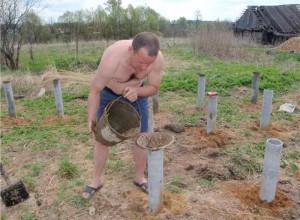 Заливка опалубки из трубы бетоном, fundament-expert.ru