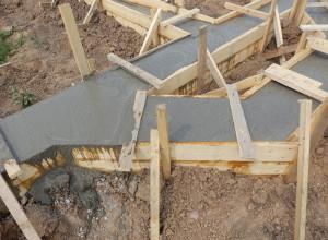 Ленточный фундамент залитый бетоном, drevcenter.ru