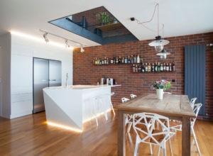 Красный и белый кирпич в интерьере кухни