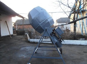 На фотографии самодельная бетономешалка, krainamaystriv.com