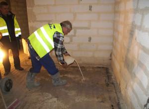 Нанесение цементной грунтовки на пол, bautech-export.ru