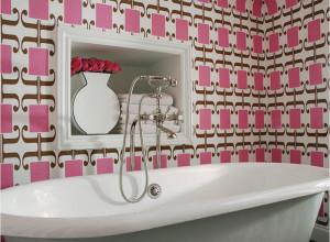 Фотография ванной декорированной обоями, remkid.com