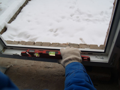 Фото проверки уровня окна, ibud.ua