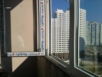 На фото испытание пластикового окна, freemarket.kiev.ua
