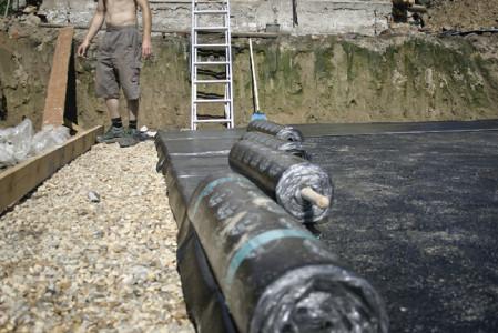 На фото гидроизоляция рубероидом, aquagroup.ru