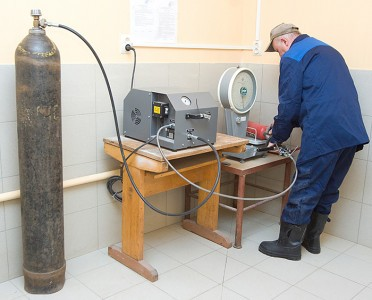 Фотография заправки огнетушителя, ognetushitel.org