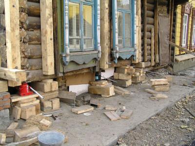 Ремонт фундамента старого деревянного дома, kostromadom.ru