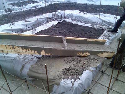Заливка ленточного фундамента зимой, grandcity-stroy.com.ua