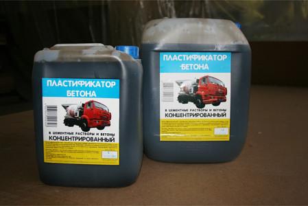 На фото пластификатор для бетона, aisikopt.ru