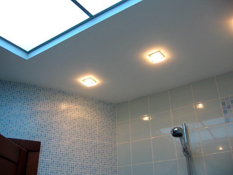 Фотография подвесного потолка в ванной комнате
