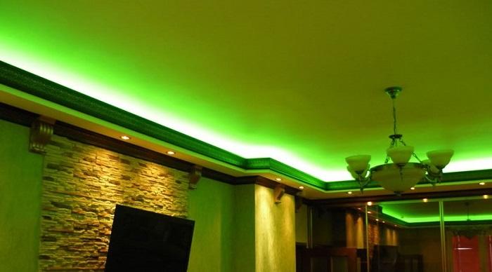 Фото натяжного потолка с подсветкой