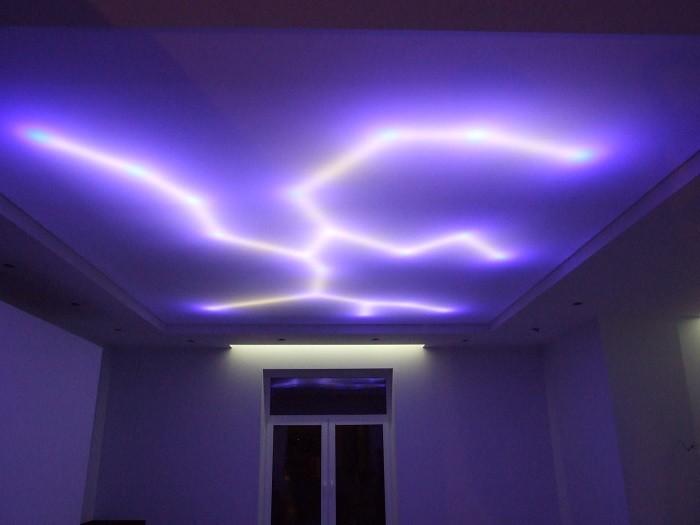 Изображение натяжного потолка с светодиодной подсветкой