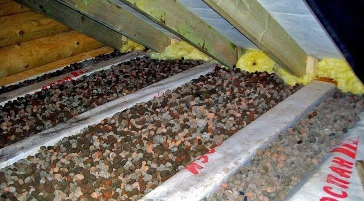Снимок утепления потолка в частном доме керамзитом