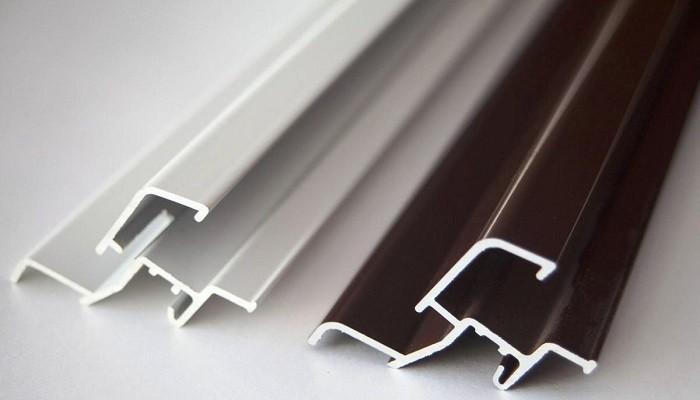 На фото алюминиевые отливы для окон