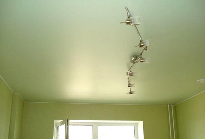 Фото сатинового натяжного потолка