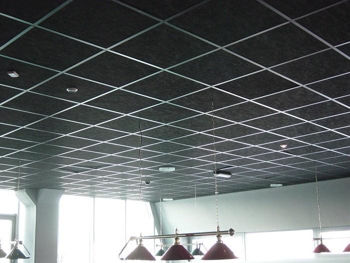 На фото потолок «Армстронг»