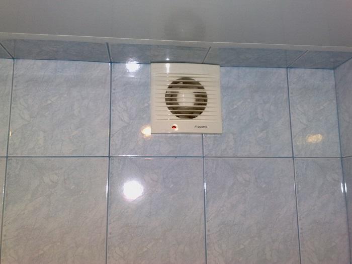 На фото вентилятор для ванной