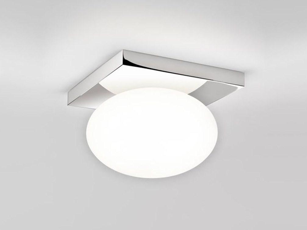 На фотографии светильник в ванной