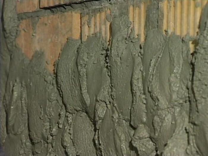 На фото цементно-песчаная штукатурка