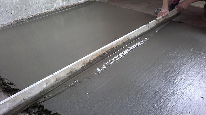 На фотографии бетонная стяжка