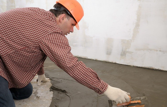 Изображение бетонной стяжки ванной