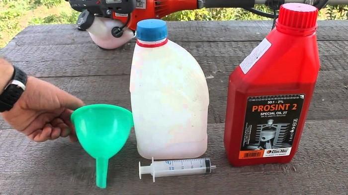 Фотография приготовления топливной смеси