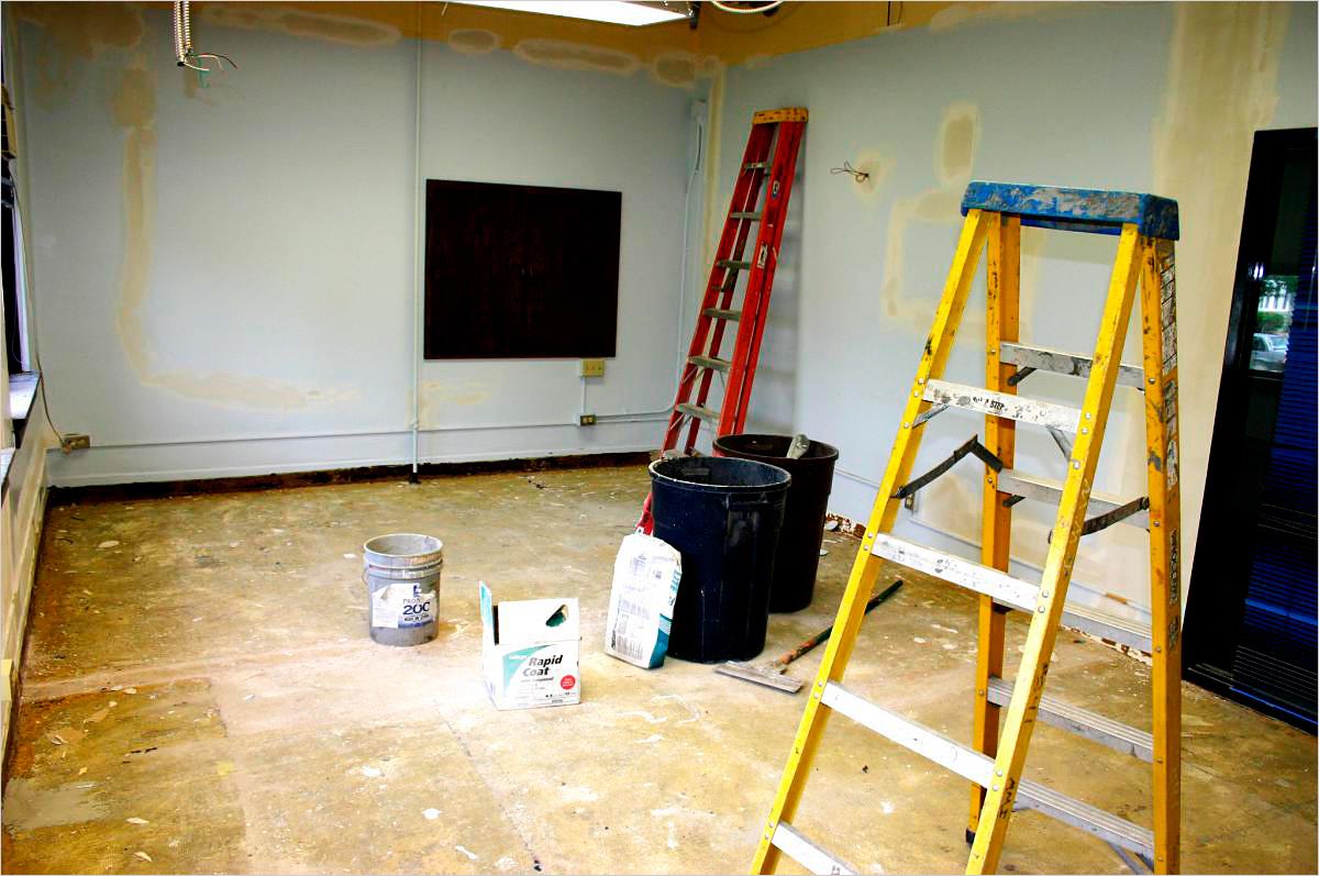 Как выровнять потолок в помещении