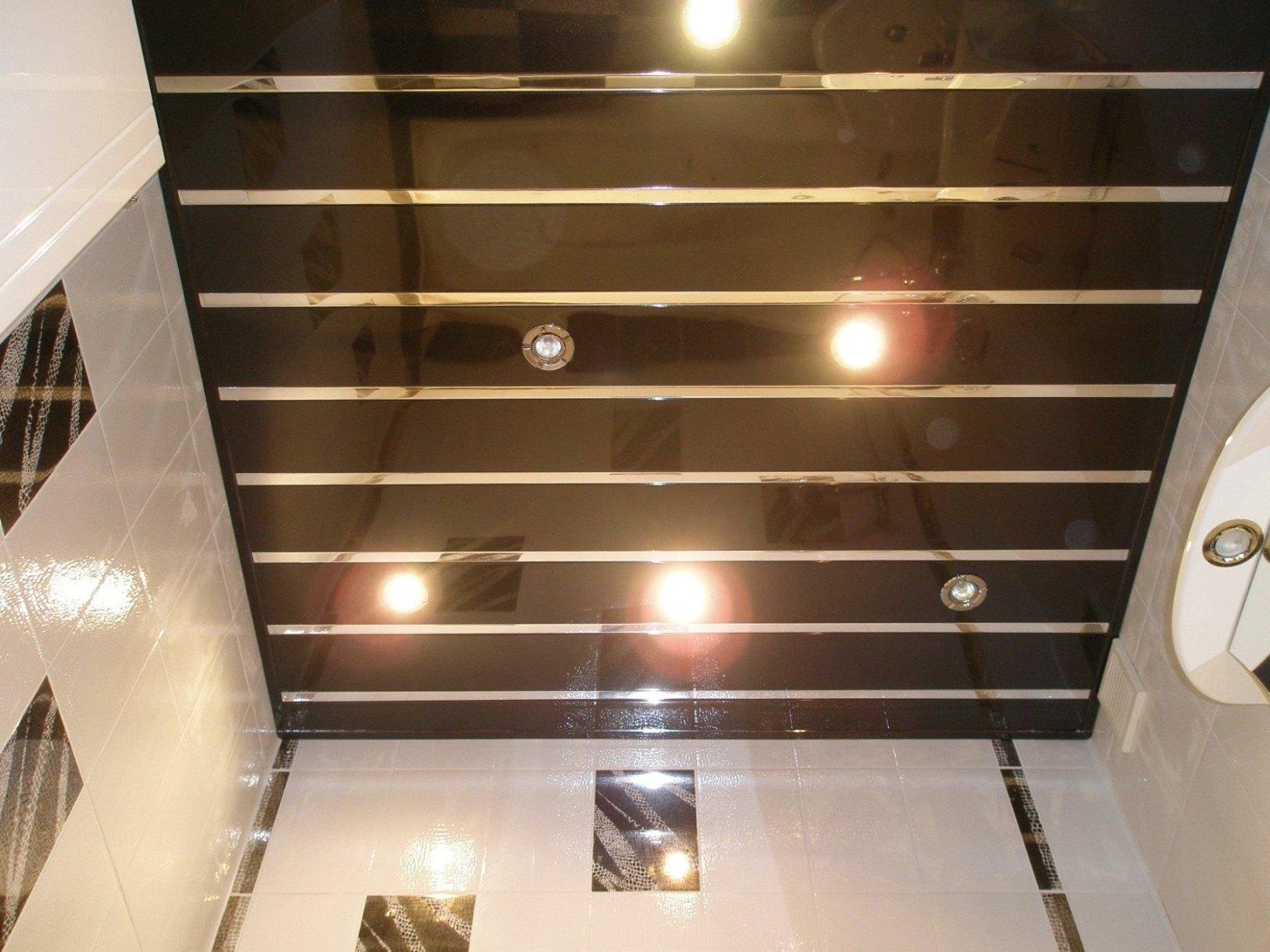 Как сделать потолок в ванной — выбираем недорогой и красивый вариант