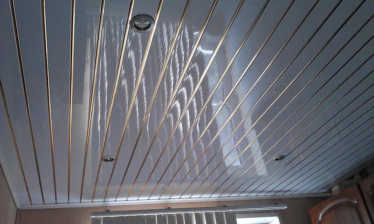 Потолок из пластика – создаем самостоятельно