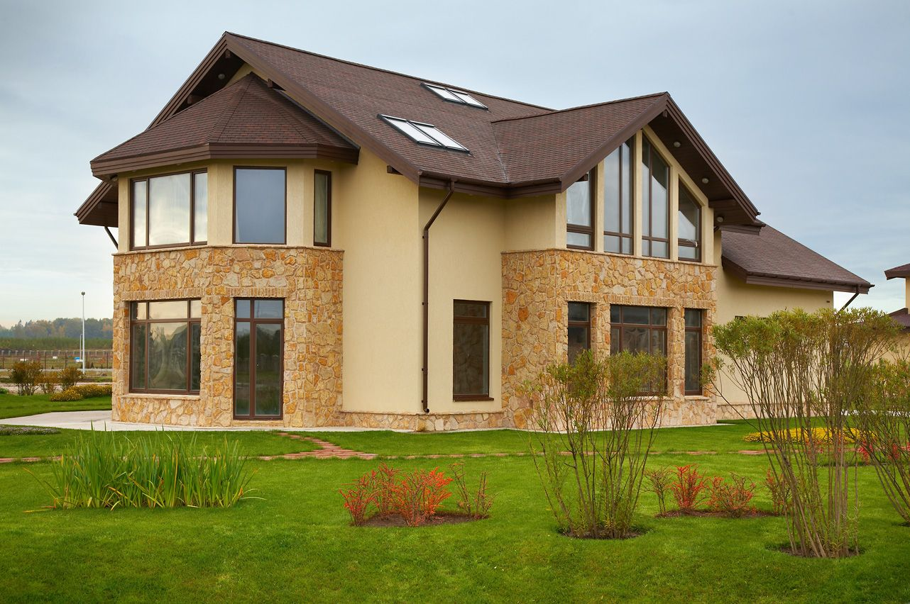 Отделка фасадов частных домов или как декоративный камень может украсить и одновременно укрепить ваше жилье?