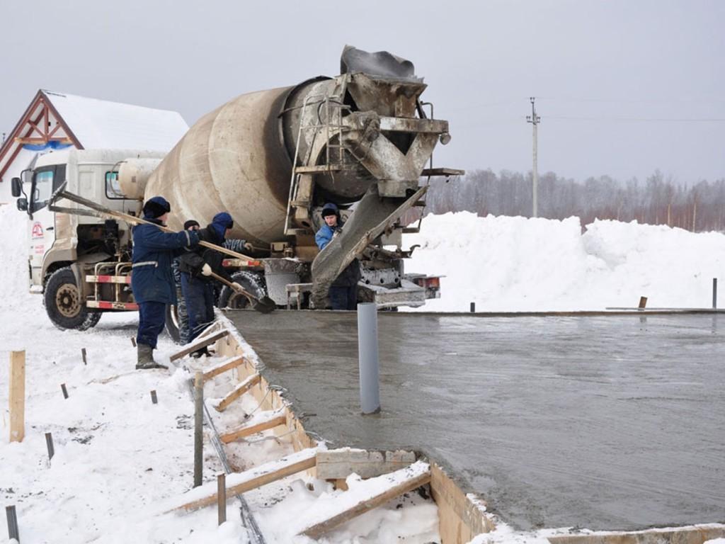 Можно ли заливать фундамент зимой или лучше отложить этот процесс?