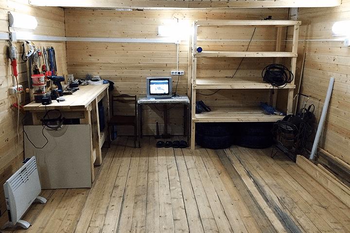 Деревянный пол в гаражном помещении