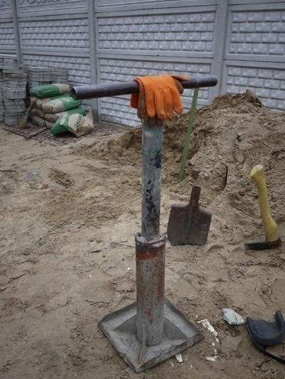 Инструмент для ручной трамбовки земляного настила