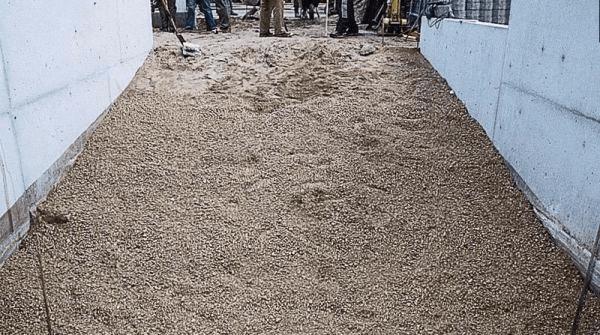 Песчано-гравийная подушка под бетонную стяжку