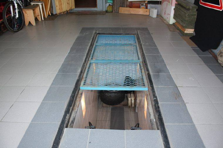 Секционная крышка смотровой ямы из металла
