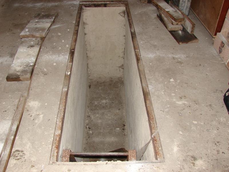 Гаражная яма для техосмотра и ремонта машины