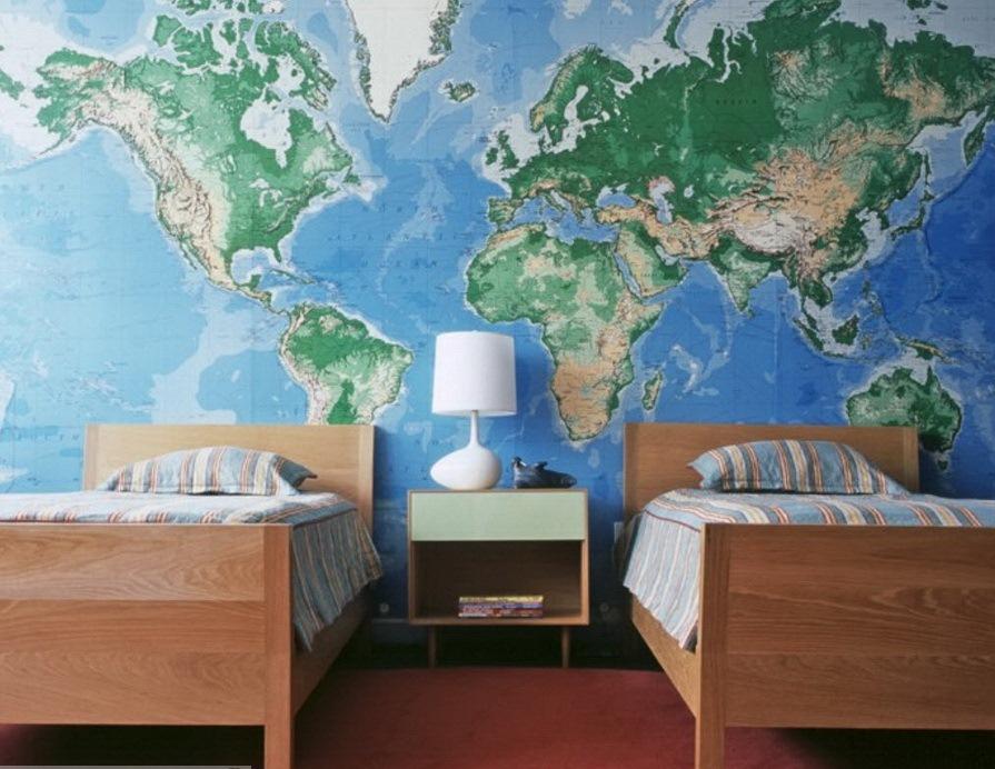 географическая карта на стене детской