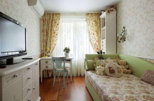 Шторы, обои и обивка мебели с цветочным рисунком в стиле прованс