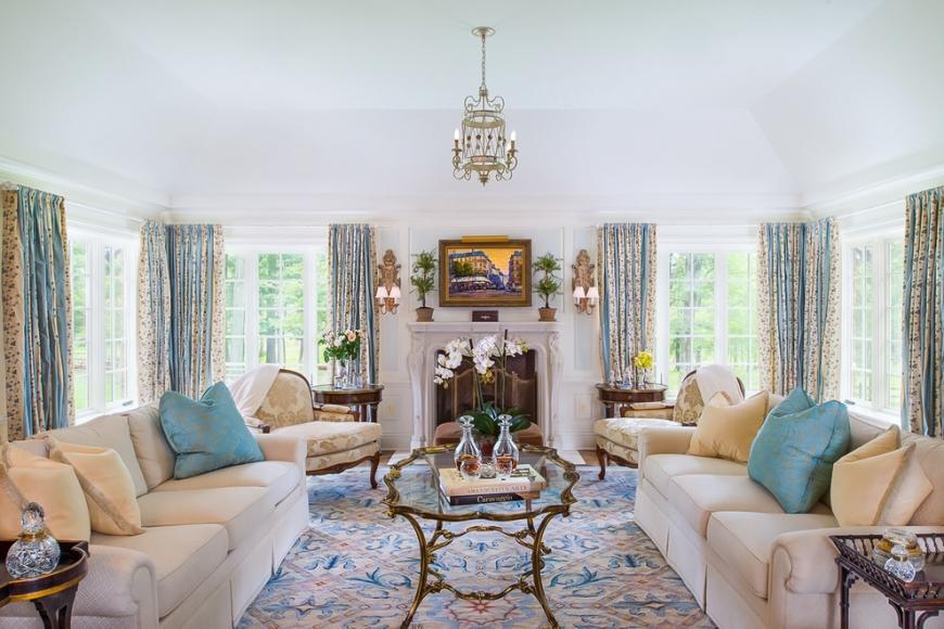 Интерьер в стиле прованс с использование большого количества текстиля
