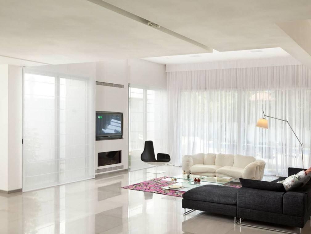 Использование мягкой ткани для штор в гостиной