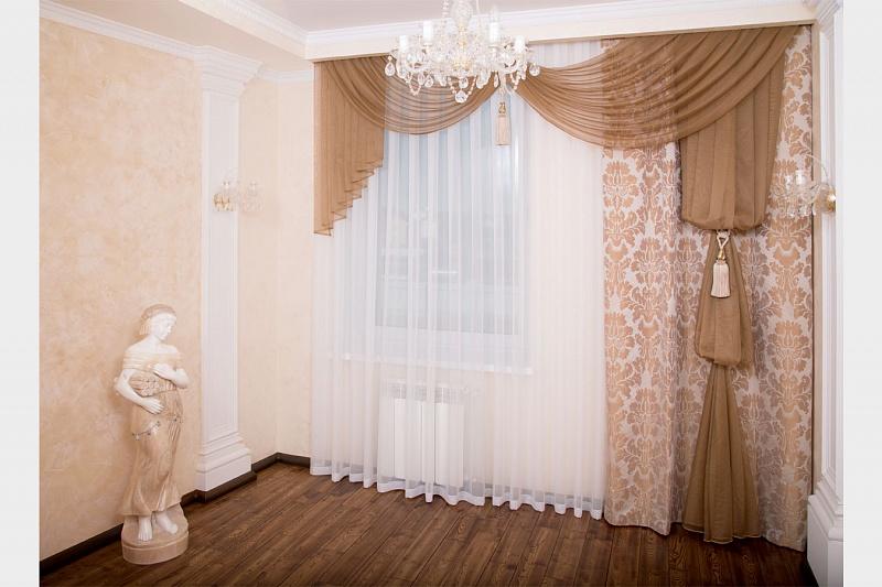 Лёгкие ткани в оформлении оконного проёма зала