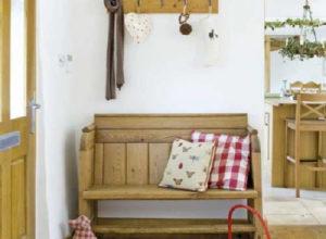 Прихожая прованс с мебелью из натурального дерева
