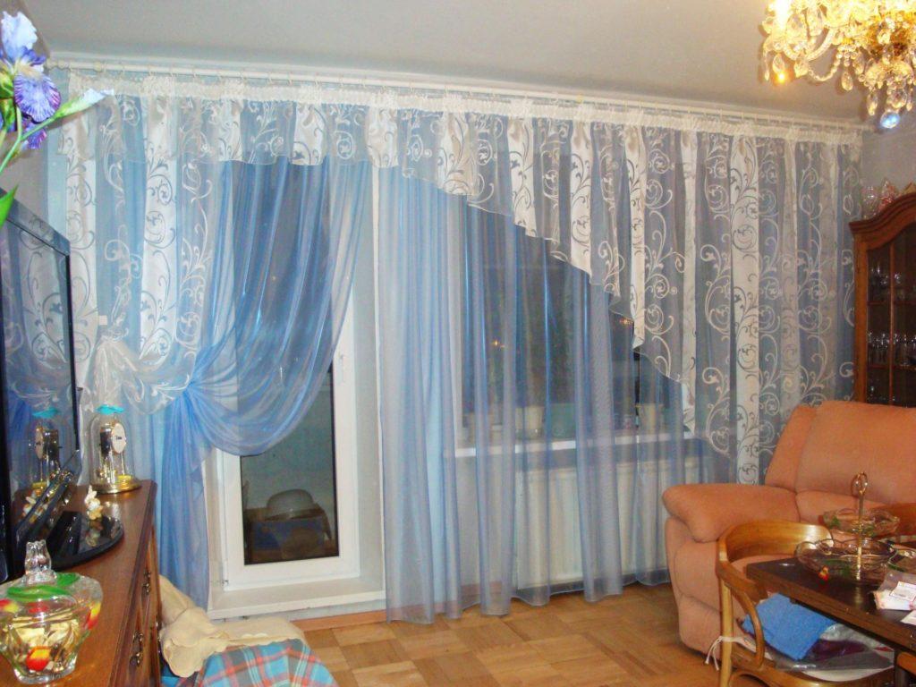 Шторы на оконном проёме с балконной дверью