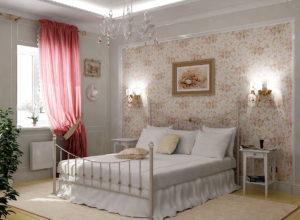 Кровать с кованными элементами в спальне в стиле прованс