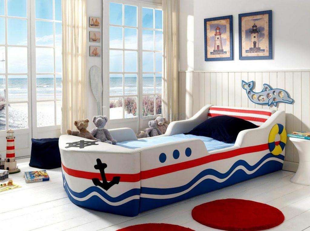 Стилизованная под корабль кровать
