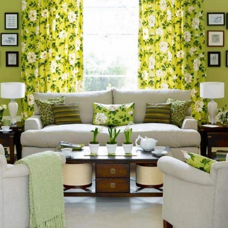 Зелёные цветочные шторы в гостиной эко-стиля