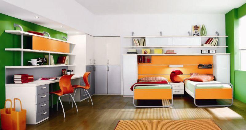 Детская для детей разного возраста в зеленых и оранжевых тонах